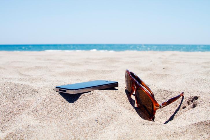 ¿Cómo proteger tu dispositivo móvil en verano?